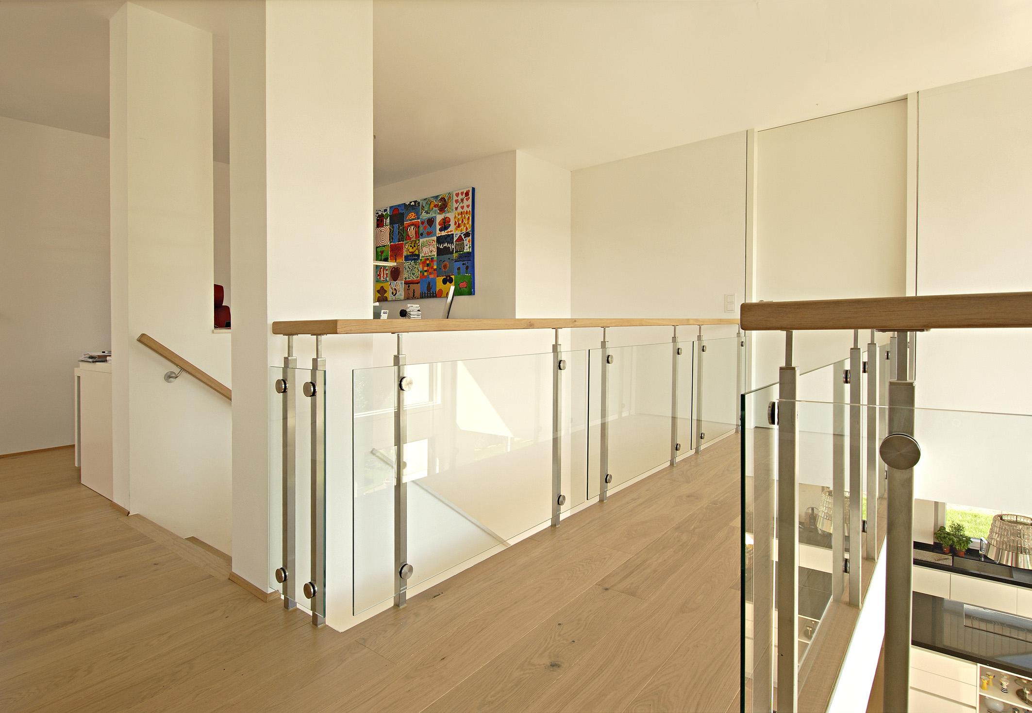 03 2013 bauen in hanglagen mit poroton ziegeln villa mit for Moderne haus galerie